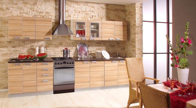 Aranżacje kuchni. Drewno i kamień w kuchni rustykalnej