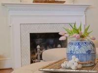 Aranżacja salonu z kominkiem. Jak wykończyć kominek?