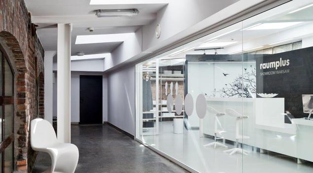 Drzwi przesuwne i systemy zabudowy wnętrz – showroom marki Raumplus