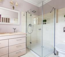 Pomysł na ładną łazienkę z prysznicem