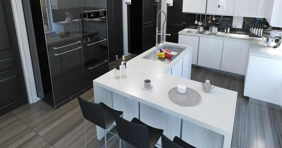 Biało czarna kuchnia i wyspa kuchenna