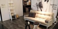 Aranżacja salonu w stylu skandynawskim z funkcjonalnymi meblami Seneko