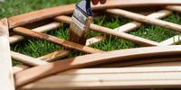 Zabezpieczenie mebli ogrodowych. 4 kroki do ochrony drewna
